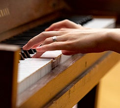piano-245.jpg